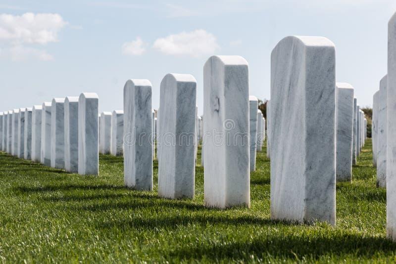 Rzędy Headstones przy Miramar Krajowym cmentarzem zdjęcia royalty free