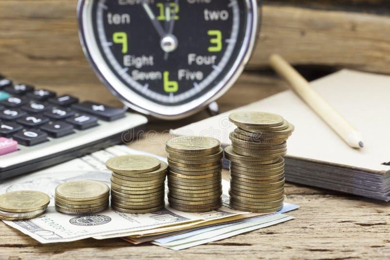 Rzędy monety, pojęcie finanse i bankowość, obrazy royalty free