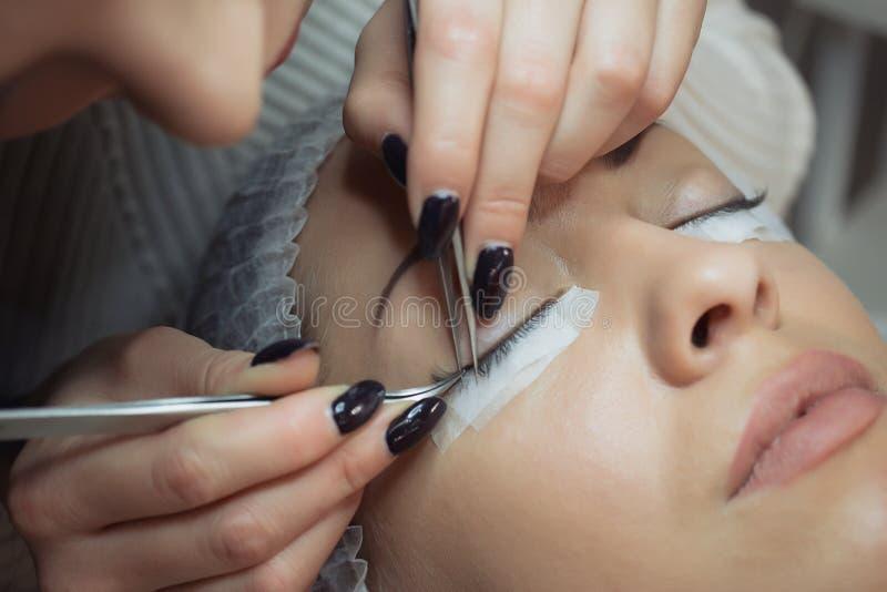 Rzęsy rozszerzenia procedura Kobiety oko z długimi rzęsami obraz royalty free
