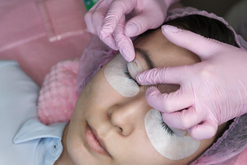 Rz?sy rozszerzenia procedura Kobiety oko z d?ugimi rz?sami zdjęcia stock