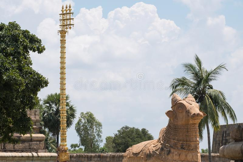 Rzeźba mityczny byk Nandi który odtransportowywał Hinduskiego boga Shiva, obraz royalty free