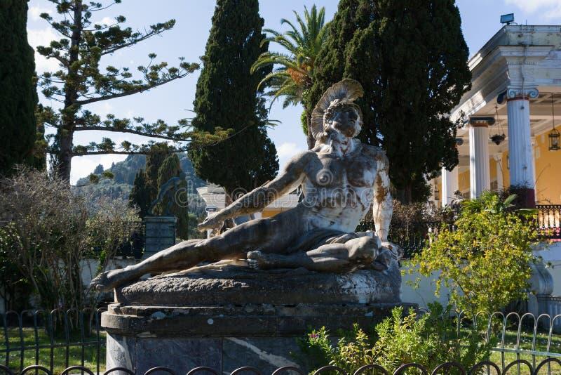 Rzeźba Barwiarski Achilles w ogródzie Achilleion pałac w Corfu wyspie, Grecja obrazy stock