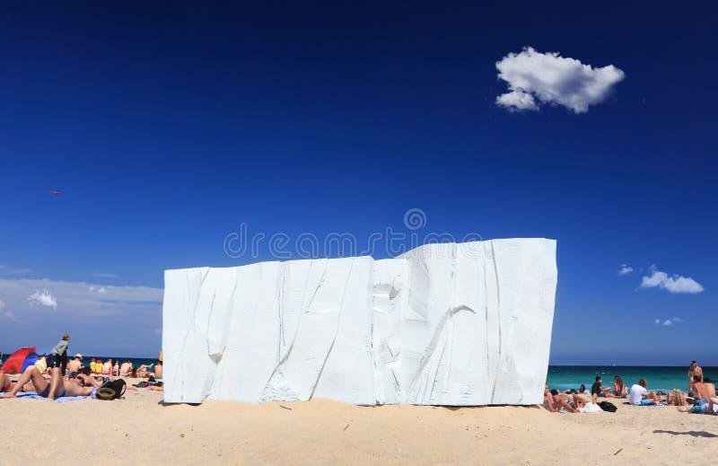 Rzeźba Dennym eksponatem przy Tamarama fotografia stock