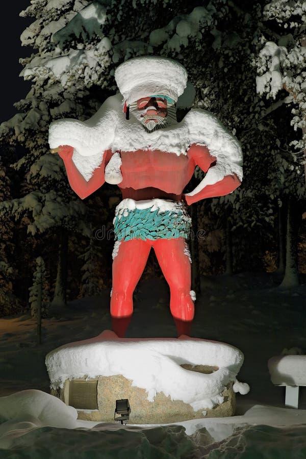 Rzeźba Dziki mężczyzna w Storuman, Szwecja zdjęcie royalty free