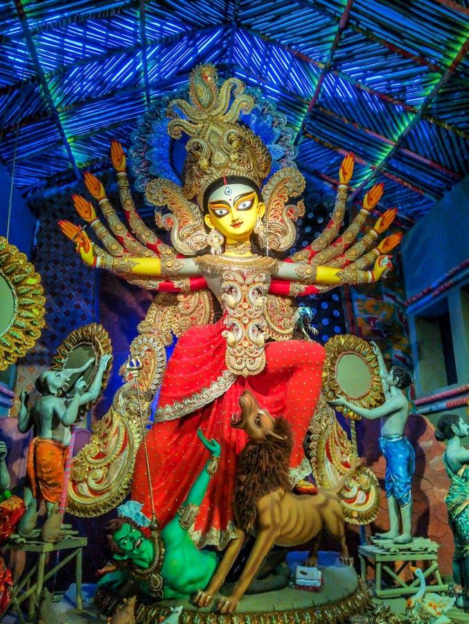 Rzeźba Hinduska bogini Durga podczas Durga Puja festiwalu w Październiku przy Kolkata, Calcutta obraz stock