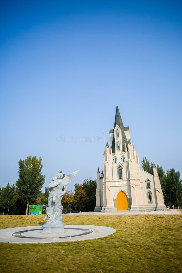 Rzeźba i kościół fotografia stock