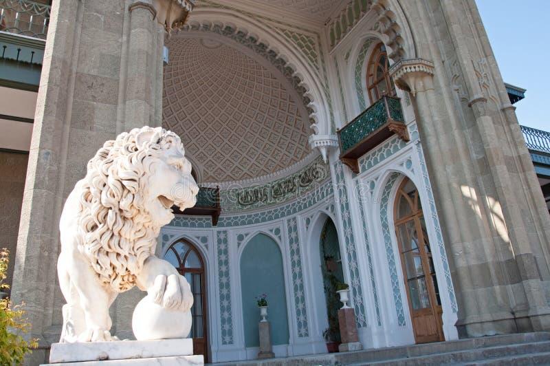 Rzeźba lew w Vorontsov pałac w Alupka obrazy royalty free