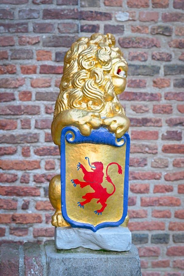Rzeźba: lwa mienia osłona z żakietem ręki obrazy royalty free