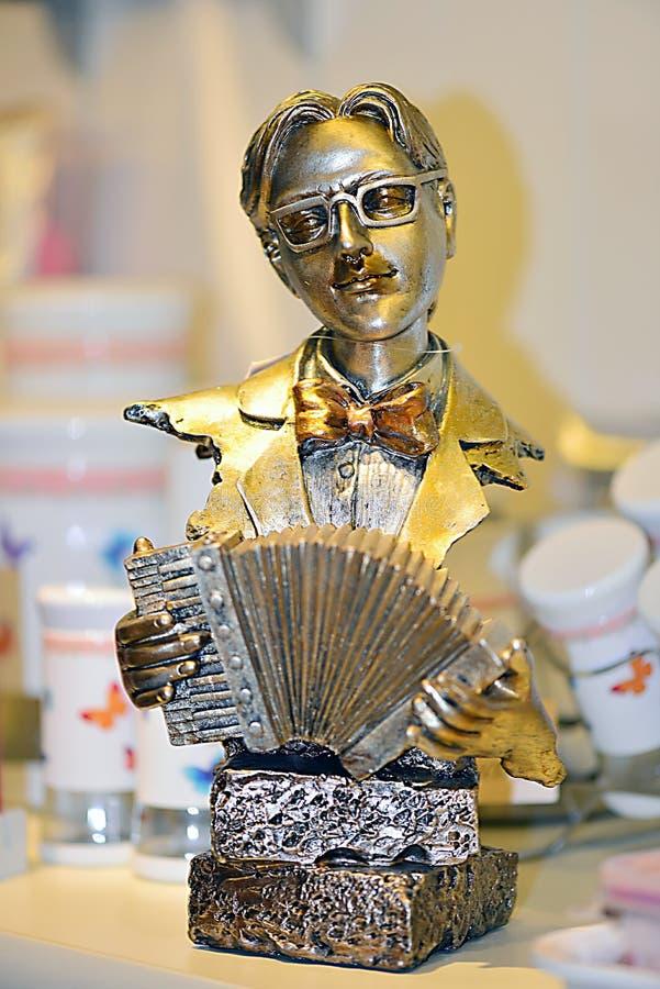 Rzeźba mężczyzna bawić się akordeon zdjęcie stock