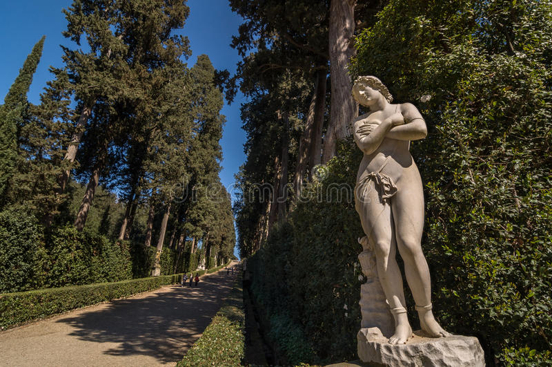 Rzeźba naga kobieta w Cyprysowej alei, Florencja obraz stock