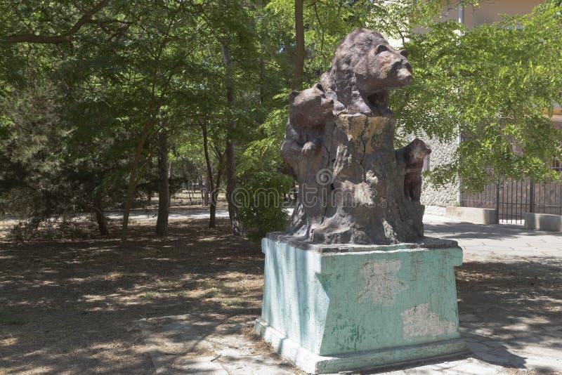 Rzeźba niedźwiedzie w środkowym parku kultura i odtwarzanie fotografia royalty free