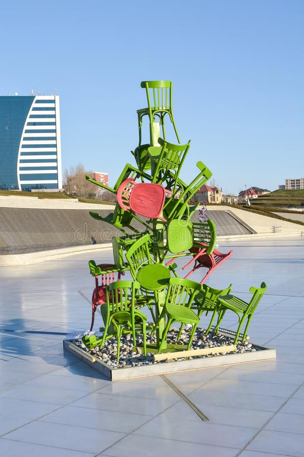Rzeźba od krzeseł blisko Heydar Aliyev centrum obrazy royalty free
