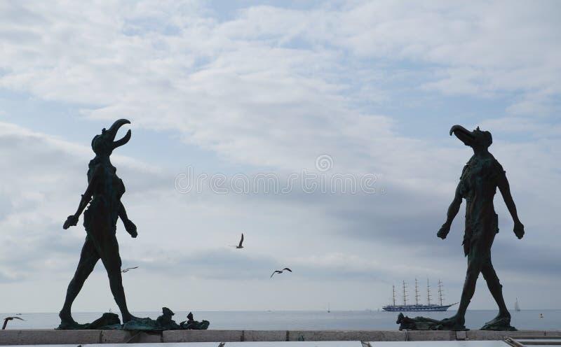 Rzeźba Ona i On w Piran, Slovenia zdjęcia stock