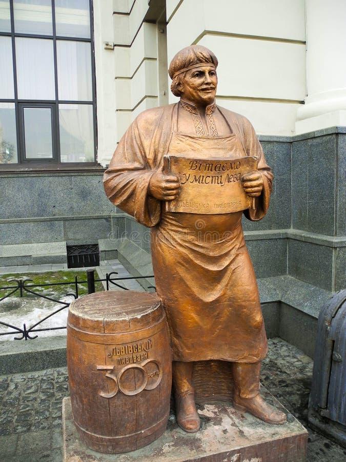 Rzeźba piwowar w Lviv zdjęcie stock