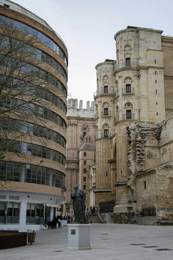 Rzeźba przed katedrą Malaga, Hiszpania obrazy stock