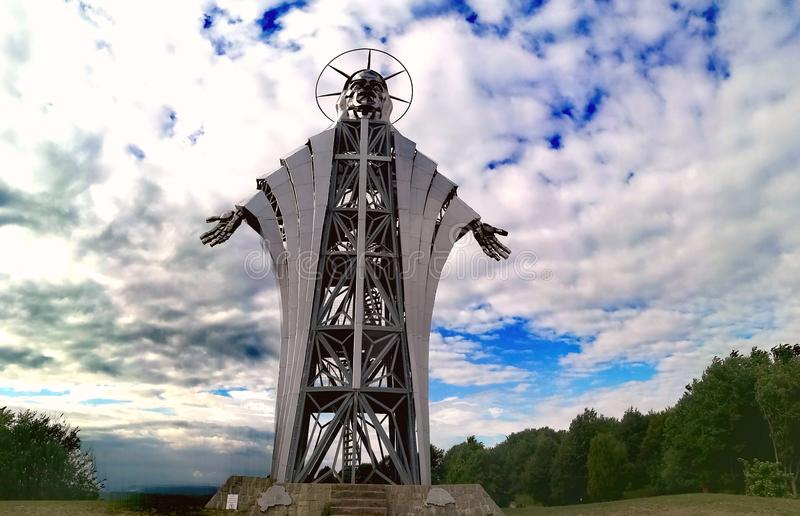 Rzeźba robić Zawaczky Walter Wysoka rzeźba reprezentuje Jezus od Europa, od Lupeni, Rumunia fotografia royalty free