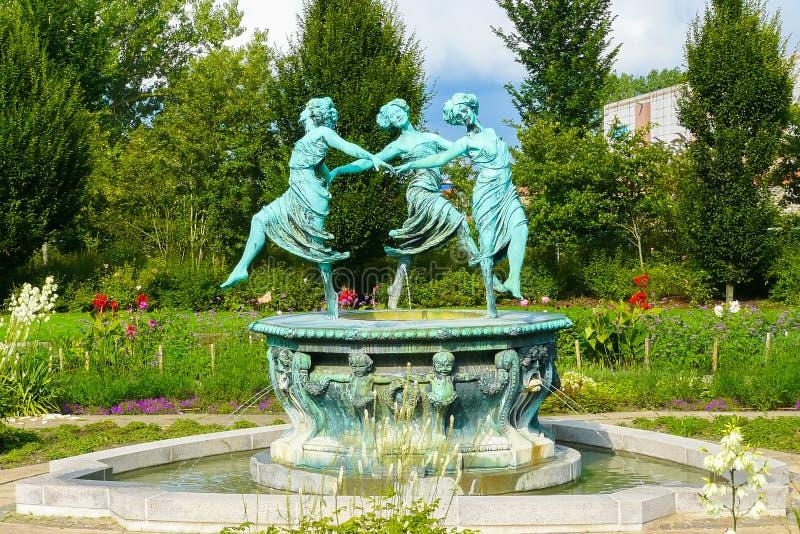 Rzeźba trzy kobiet tancerz s na fontannie Helsingor Dani zdjęcie stock