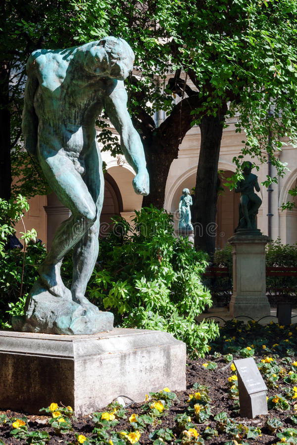 Rzeźba w muzeum sztuki piękna Lion, Francja Statuy w parku Palais saint pierre zdjęcia stock