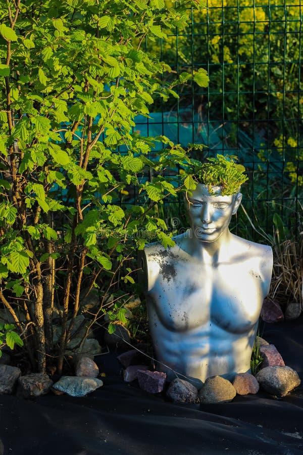 Rzeźba w ogródzie zdjęcie royalty free