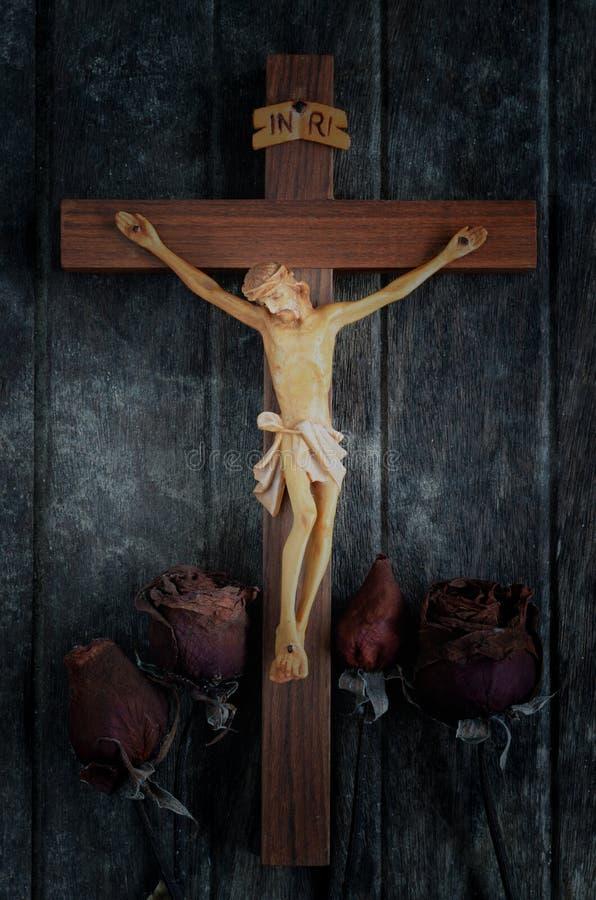 Rzeźbiąca statua krzyżowanie jezus chrystus fotografia stock