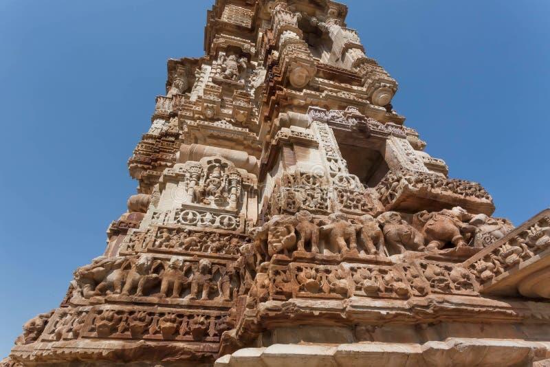 Rzeźbiąca struktura 12 th wieka wierza Kirti Stambha, wierza sława, w Chitaurgarh UNESCO dziedzictwa miejsce w India zdjęcia stock