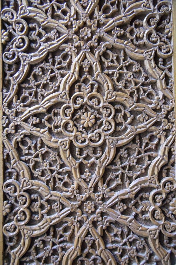 Rzeźbiący drewniany drzwi przy Shah-i-Zinda zespołem, Samarkand, Uzbe obrazy stock