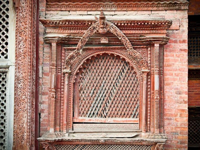 Rzeźbiący drewniany okno na Hanuman Dhoka stary Royal Palace w Kathma zdjęcia stock