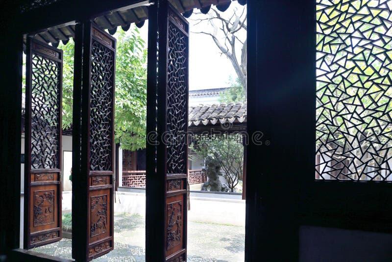 Rzeźbiący drzwi zdjęcia royalty free