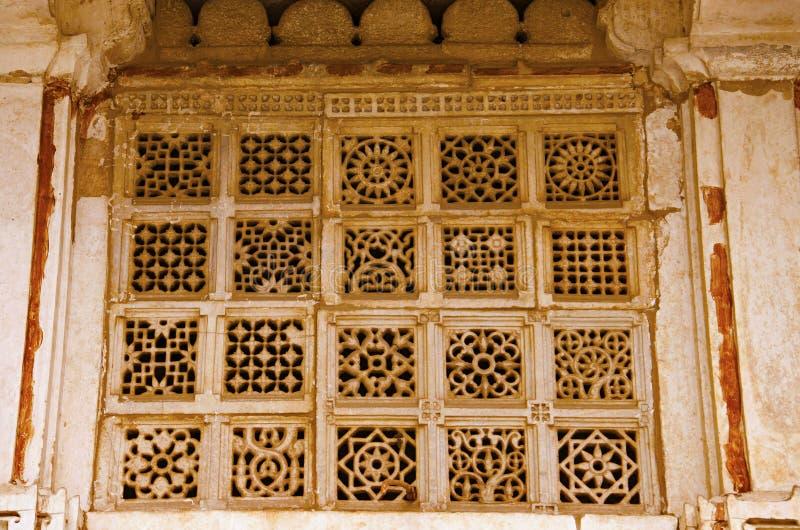 Rzeźbiący jali na zewnętrznej ścianie Sarkhej Roza, meczetu i grobowa kompleks, Makarba, Ahmedabad, Gujarat obraz royalty free