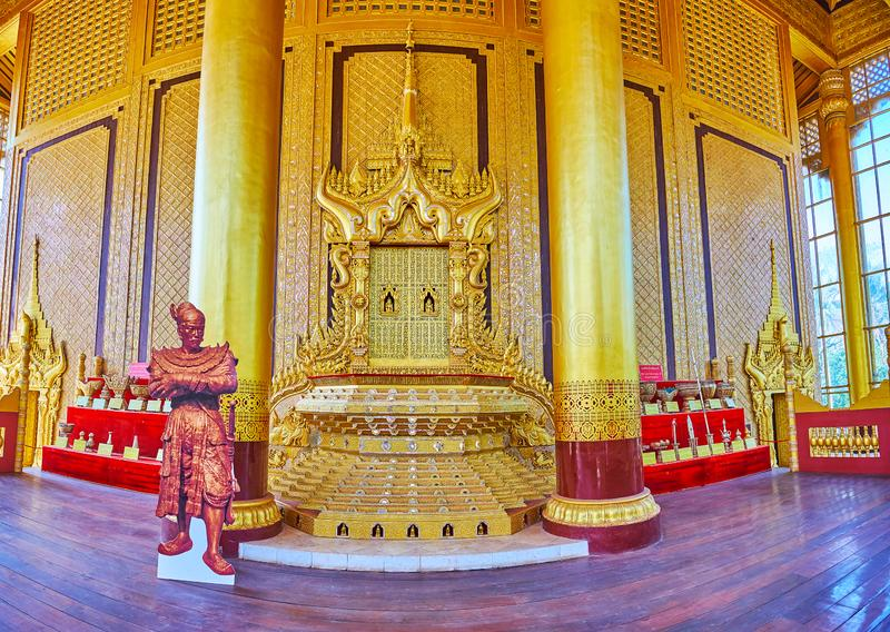 Rzeźbiący lwa tron, Kanbawzathadi Złoty pałac, Bago, Myanmar zdjęcie stock