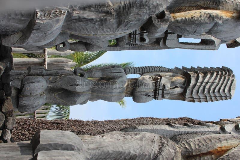 Rzeźbić Drewniane Tik statuy w Hawaje obrazy stock