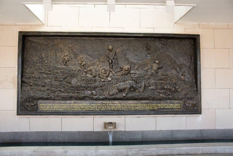Rzeźbić i rzeźba obrazujemy opowieść wojna na ścianie Krajowy Wojenny pomnik India dzwoniący Amar Chakra lub okrąg nieśmiertelnoś obraz stock