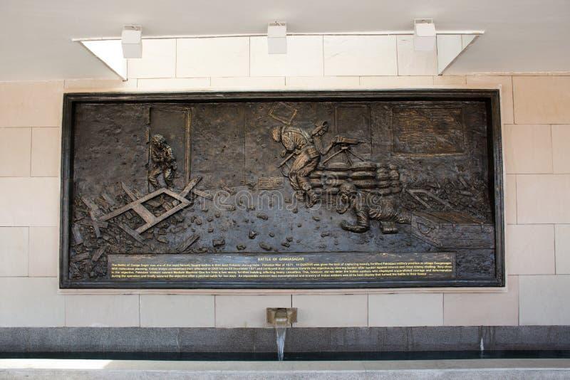 Rzeźbić i rzeźba obrazujemy opowieść wojna na ścianie Krajowy Wojenny pomnik India dzwoniący Amar Chakra lub okrąg nieśmiertelnoś fotografia royalty free