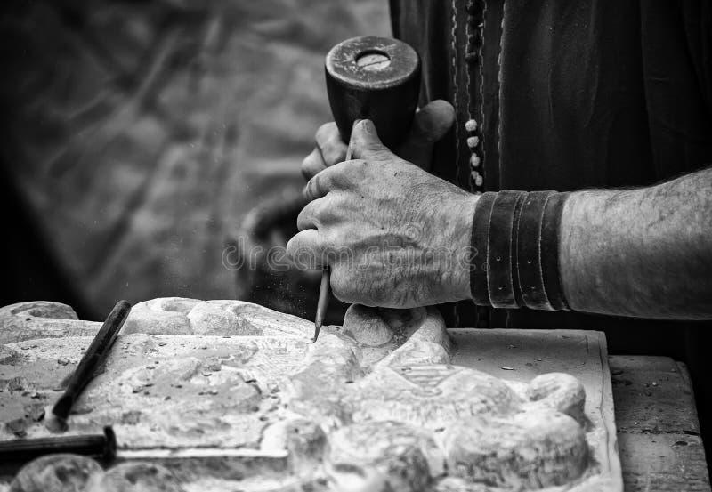 Rzeźbić kamień w tradycyjnym sposobie fotografia royalty free