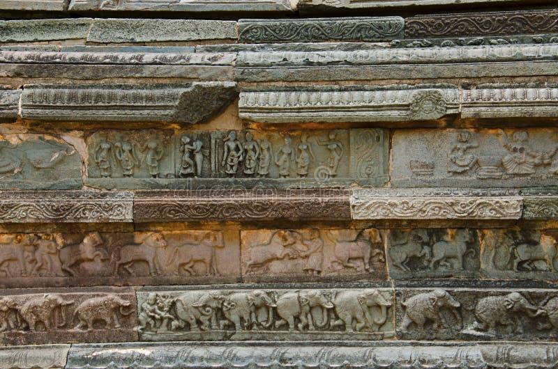 Rzeźbić szczegóły na zewnętrznej ścianie Mahanavami Dibba Hampi, Karnataka zdjęcie stock