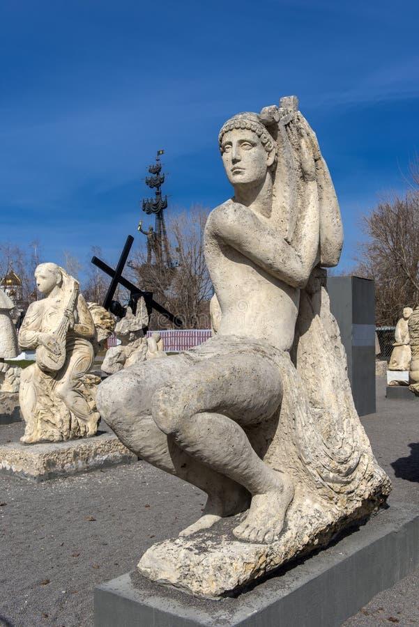 Rzeźbi Parkowego Museon, Wiele biel rzeźby pod otwartym niebem zdjęcie royalty free
