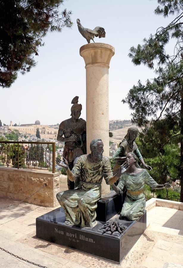 Rzeźbiona grupa z apostołem Peter w centrum zdjęcia royalty free