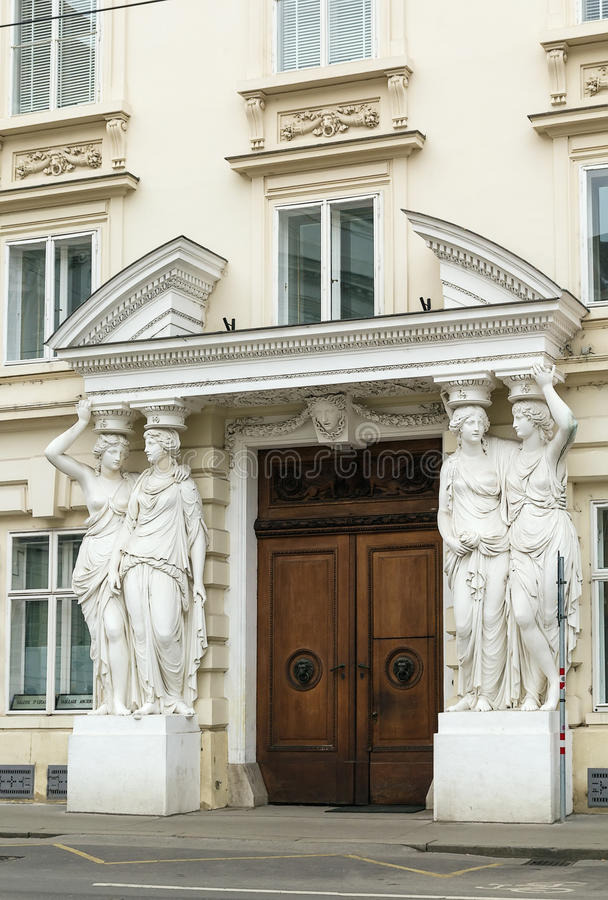 Rzeźbiony wejście pałac, Wiedeń zdjęcia royalty free