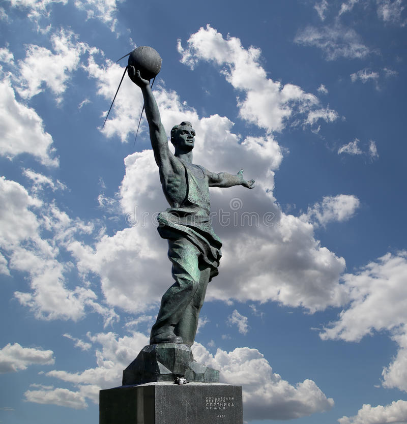 Rzeźbiony złożony ` Pierwszy satelitarny ` w Moskwa, Rosja fotografia royalty free