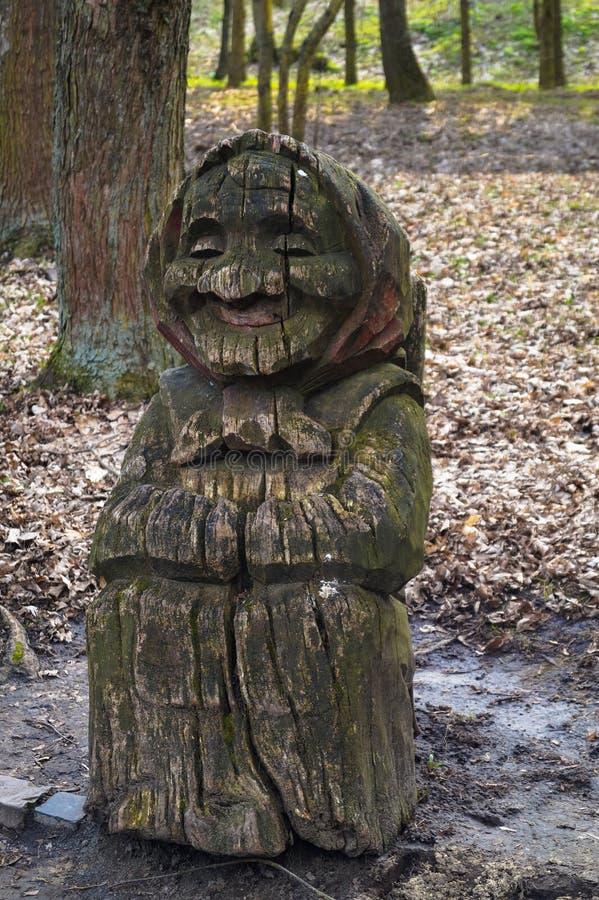Rzeźby sztuki postać babci drzewo naturalny fotografia royalty free