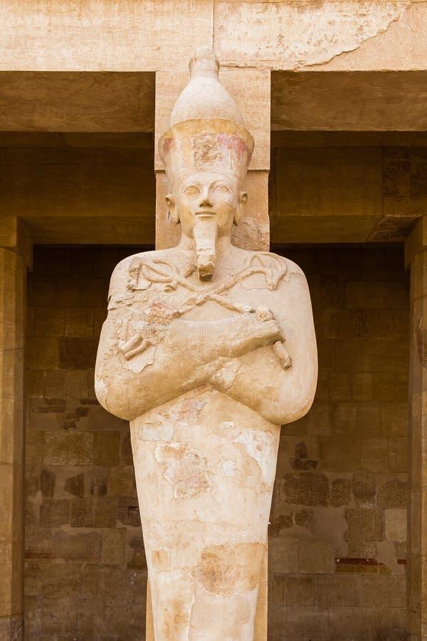 Rze?ba Pharaoh przy Przedpogrzebow? ?wi?tyni? Hatshepsut blisko Egipskiego miasta Luxor zdjęcia stock