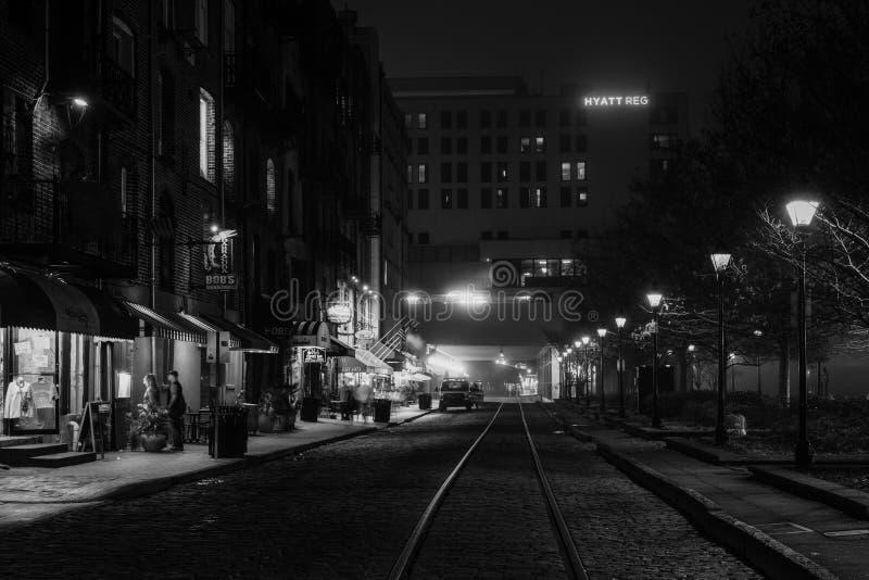 Rzeczna ulica przy nocą, w sawannie, Gruzja obrazy royalty free