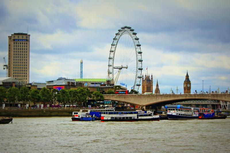 Rzeczni Thames południe banka punkty zwrotni Londyńscy fotografia royalty free
