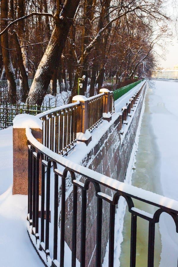 Rzeczny Fontanka w zimie zdjęcie stock