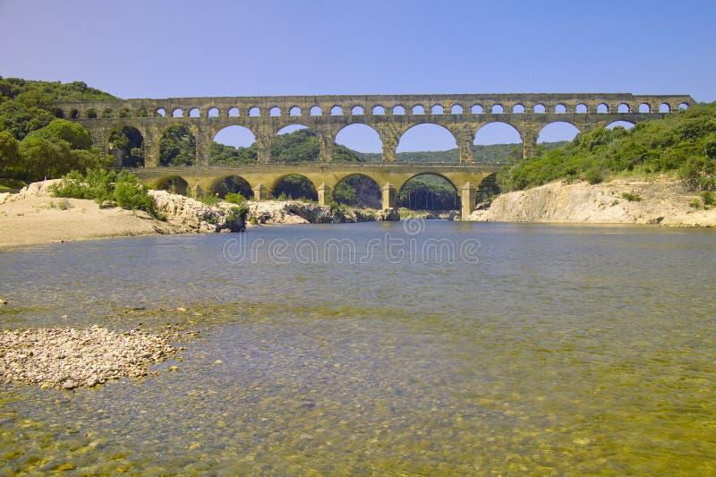 Rzeczny Gard du Gard i Pont, Nimes, Francja zdjęcie stock
