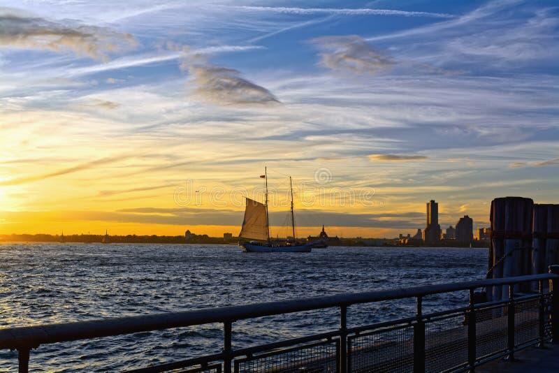 Rzeczny Hudson przy pięknym zmierzchem zdjęcia royalty free