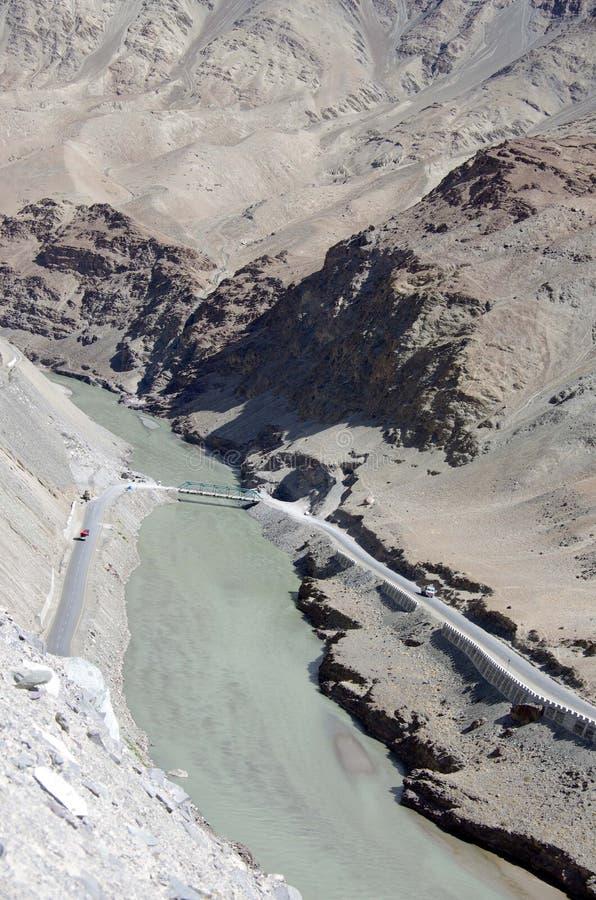 Rzeczny Indus między Lamayuru i Leh w Ladakh, India fotografia stock