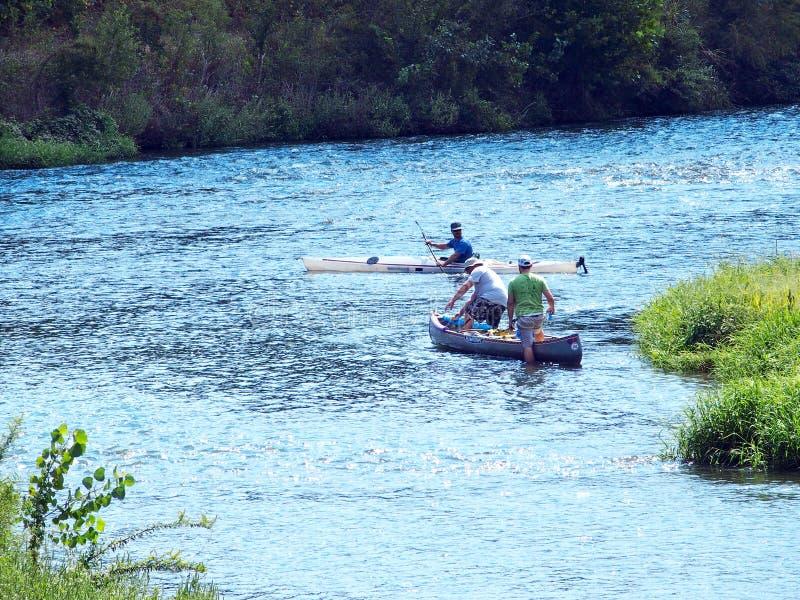 Rzeczny kajakarstwo i Kayaking obrazy stock