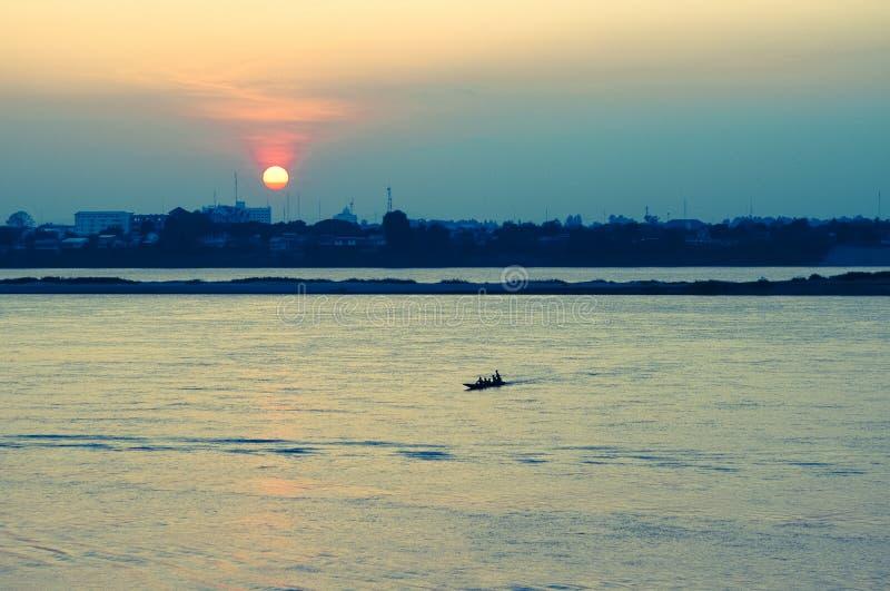 Rzeczny Mekong przy zmierzchem, Savannakhet, Laos zdjęcia stock