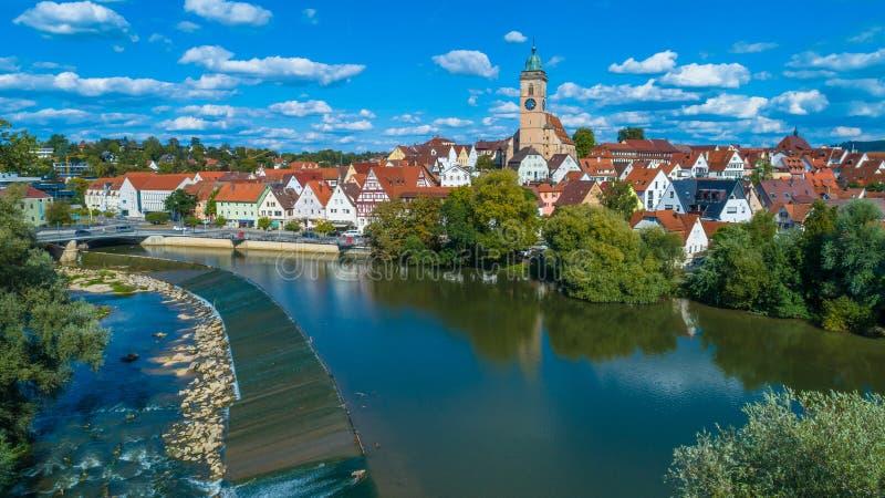 Rzeczny Neckar przy miastem Nuertingen zdjęcia royalty free